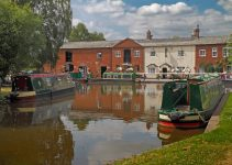 What Should You Buy a Narrowboat Owner? [GIFT IDEAS]