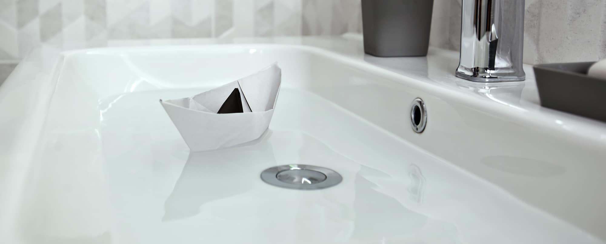 Can you have a bathtub on a canal boat?